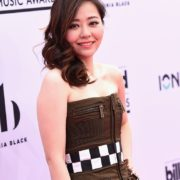 Jane Zhang sul Magenta Carpet dei BBMAs 2017 le foto