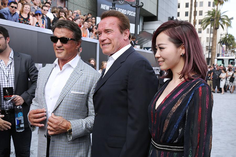 Jane Zhang con Arnold Shwarzenegger e Sylvester Stallone