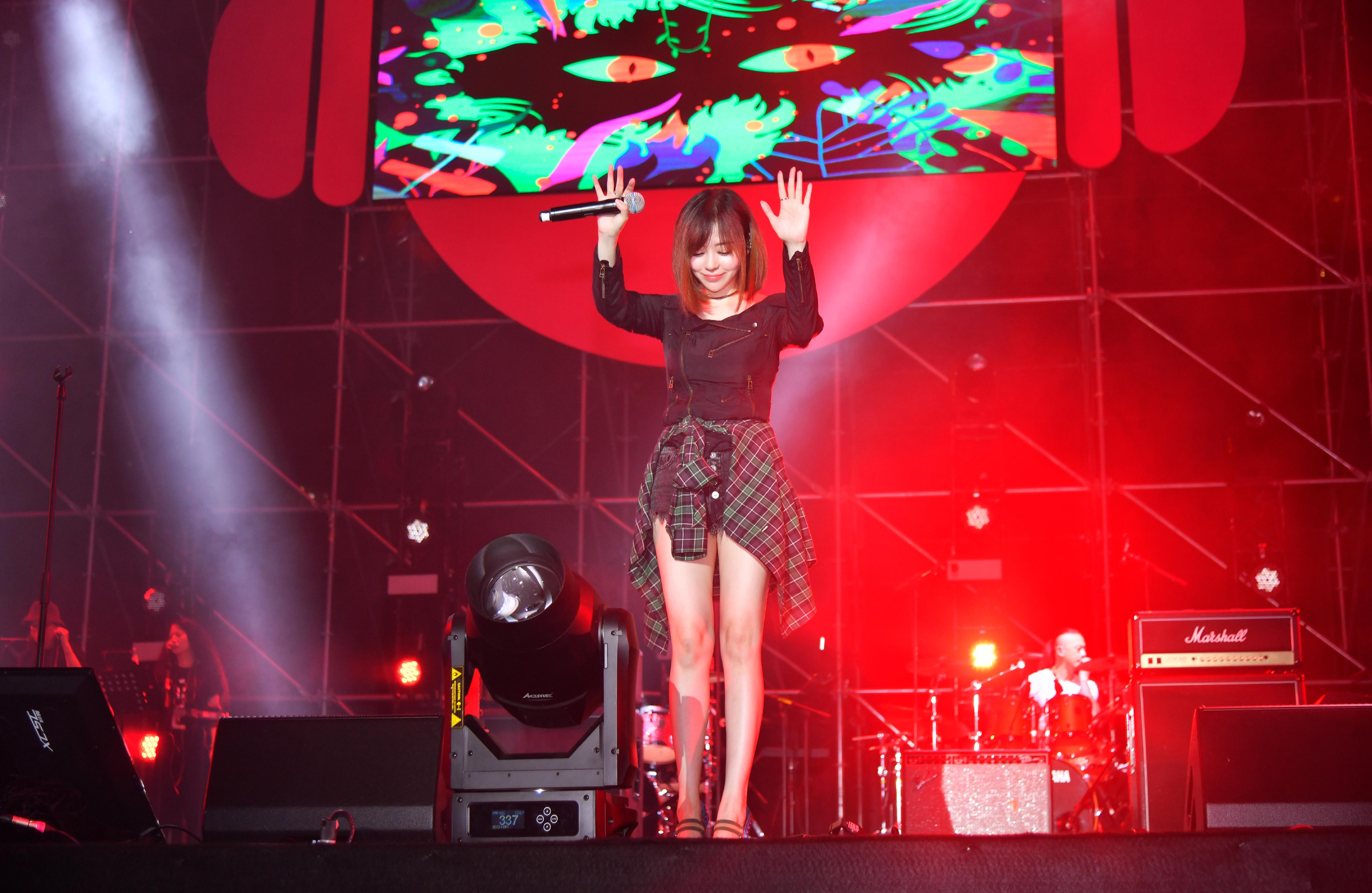 Jane Zhang at Qiantang Canal Music Festival